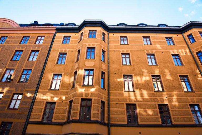 Fasadrenovering av Stockholms Fasad & Ställnings AB